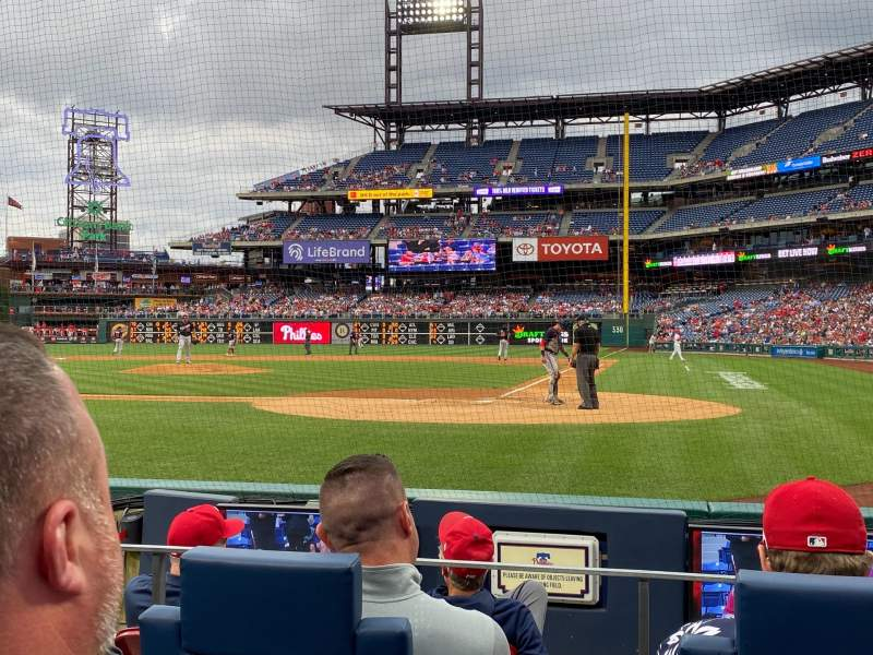 Seating view for Citizens Bank Park Section Diamond Club B Row 5 Seat 5