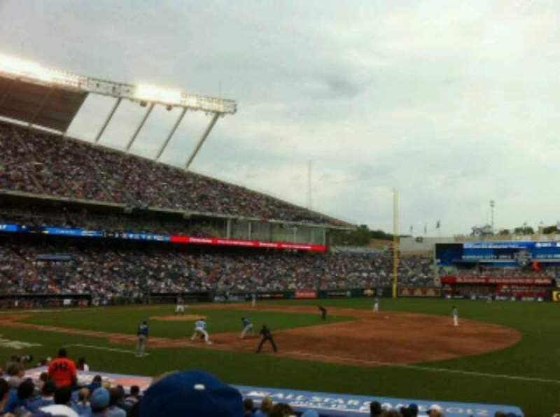 Seating view for Kauffman Stadium Section 140