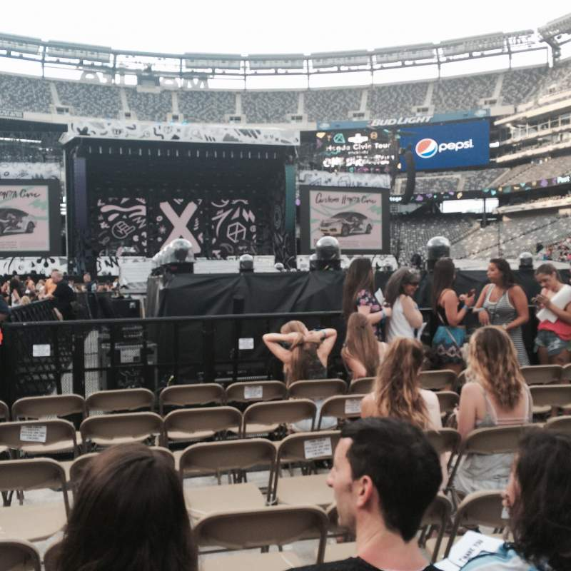 Seating view for MetLife Stadium Section Floor 9 Row 37 Seat 39