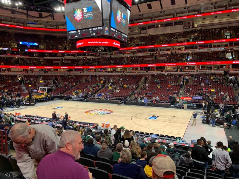 Seating view for United Center Section 121 Row 16 Seat 7