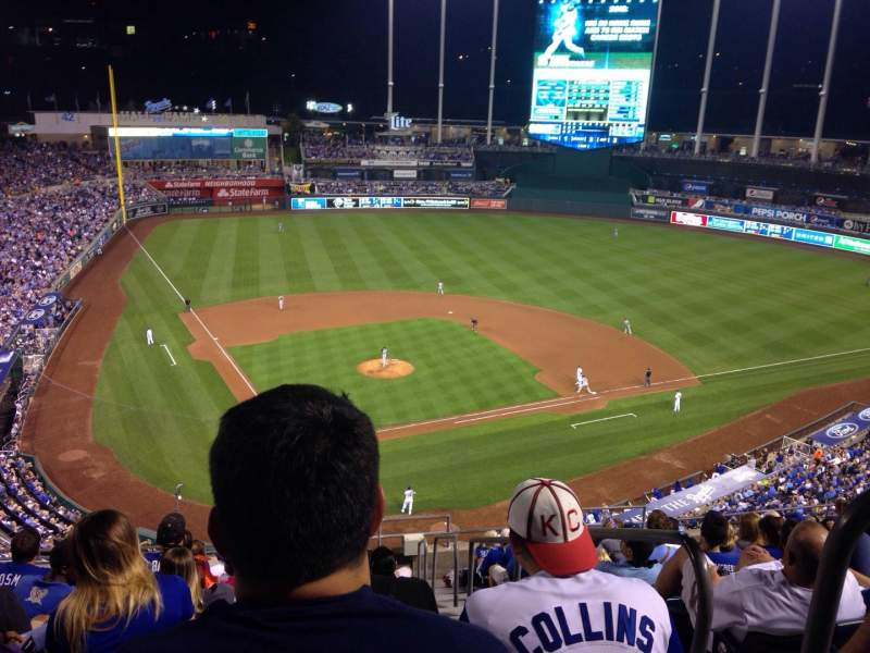 Seating view for Kauffman Stadium Section 423 Row P Seat 13