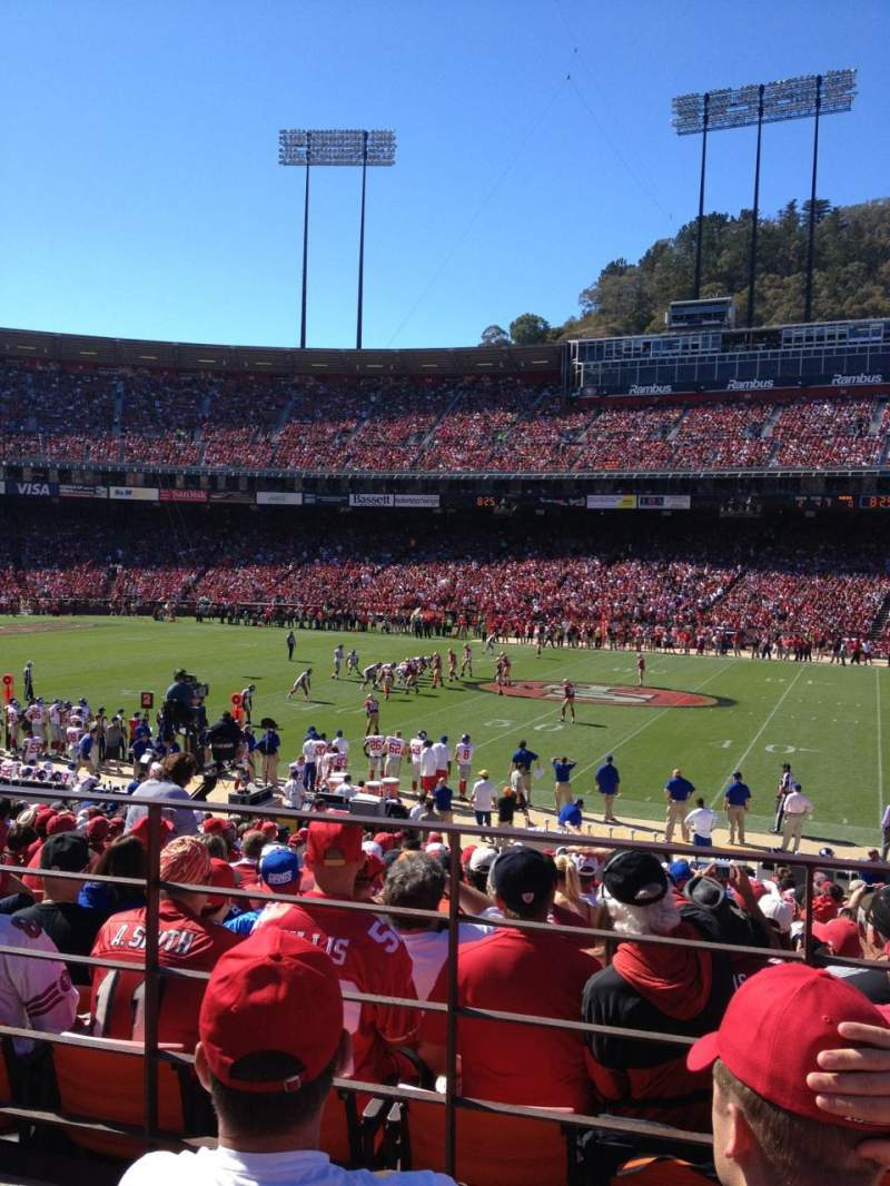 Seating view for Candlestick Park Section LE33 Row 22 Seat 14
