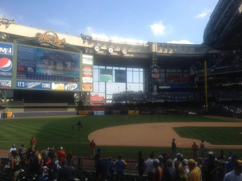 Seating view for Miller Park Section 123 Row 19 Seat 1