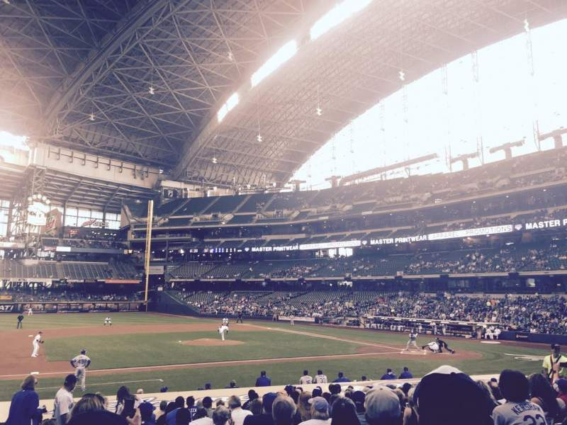 Seating view for Miller Park Section 122 Row 20 Seat 21