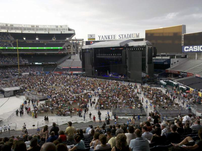 Yankee Stadium, section: 212, row: 19, seat: 18