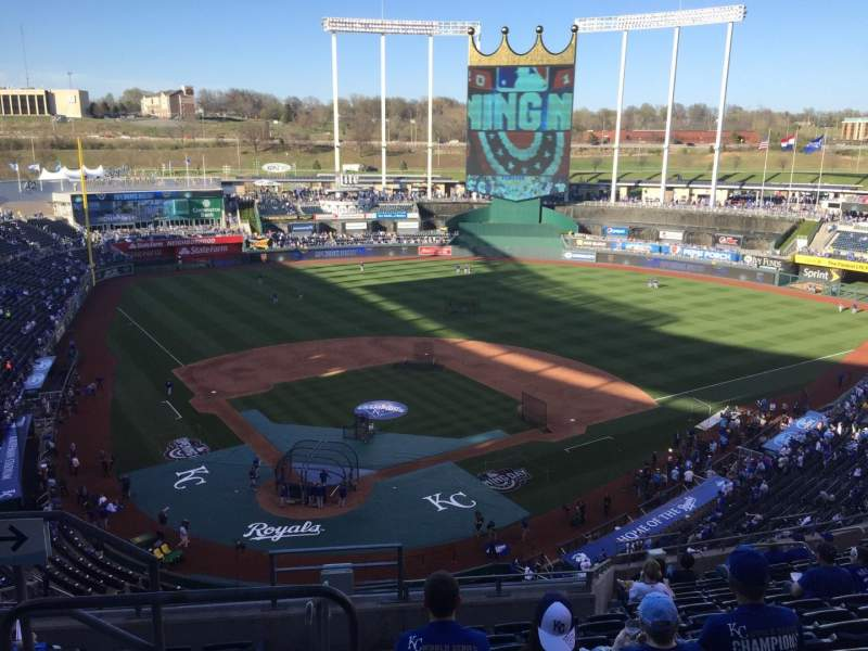 Seating view for Kauffman Stadium Section 423 Row S Seat 1