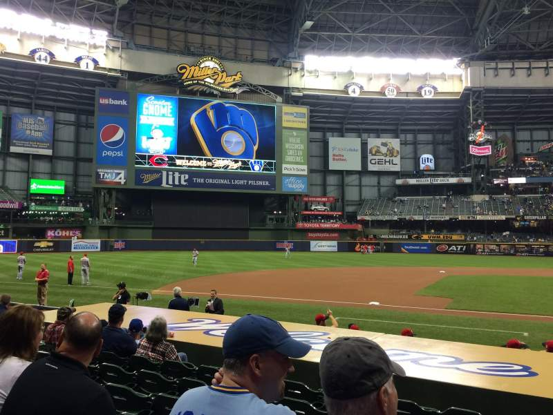 Seating view for Miller Park Section 122 Row 11 Seat 11