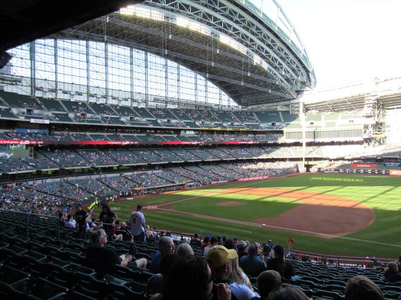 Seating view for Miller Park Section 211 Row 16 Seat 14