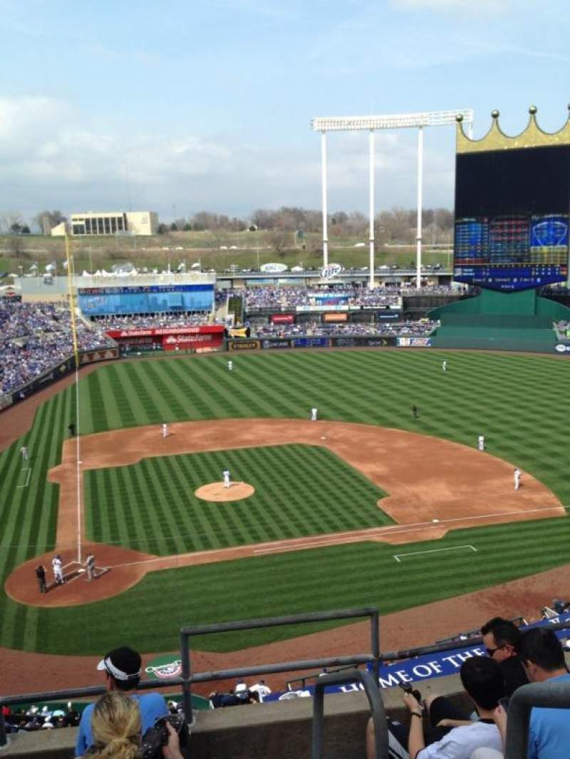 Seating view for Kauffman Stadium Section 426 Row e Seat 5