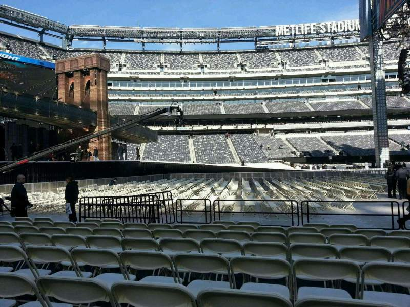 Seating view for MetLife Stadium Section 142 Row h Seat 18