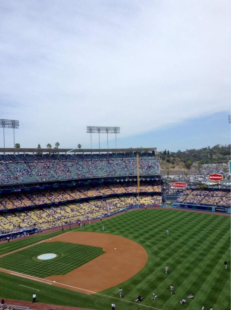 Seating view for Dodger Stadium Section 32RS Row 11 Seat 22