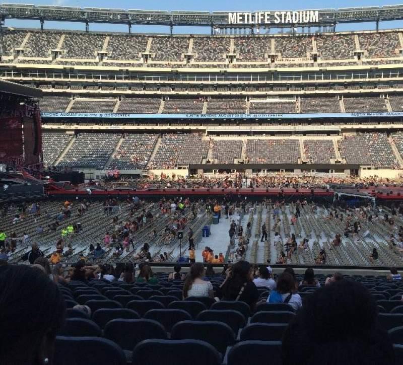 MetLife Stadium, section: 139, row: 24, seat: 17