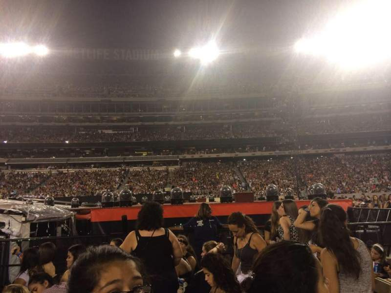 Seating view for MetLife Stadium Section 10 Row 21 Seat 2