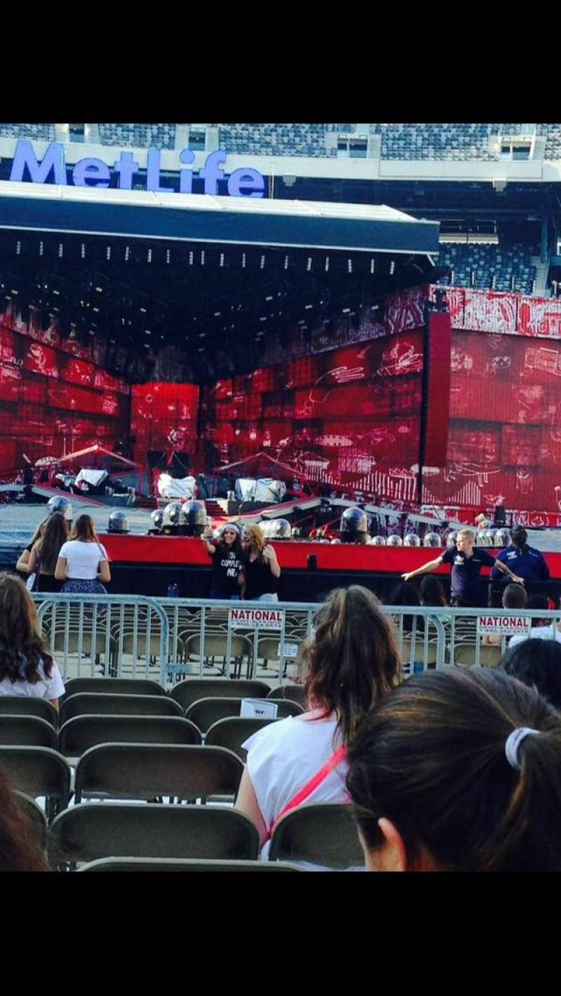MetLife Stadium, section: 15, row: 10, seat: 9