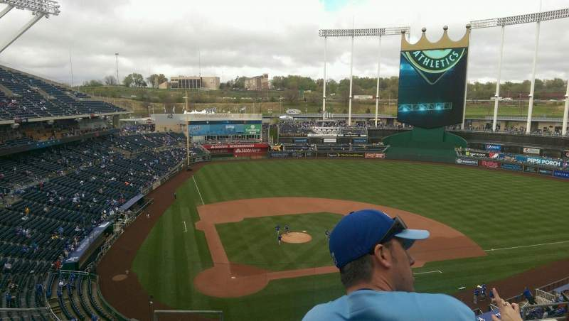 Seating view for Kauffman Stadium Section 425 Row H Seat 2