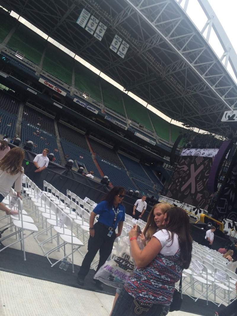 Seating view for CenturyLink Field Section B Row 26 Seat 27