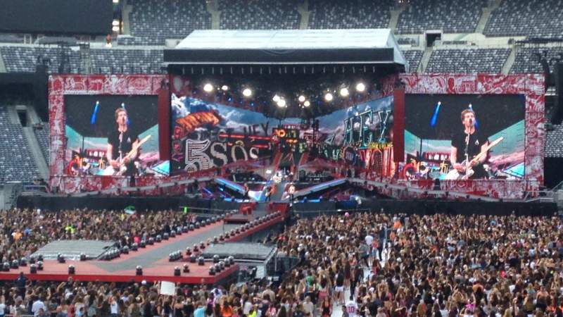 Metlife Stadium Section 128 Row 12 5 Seconds Of Summer