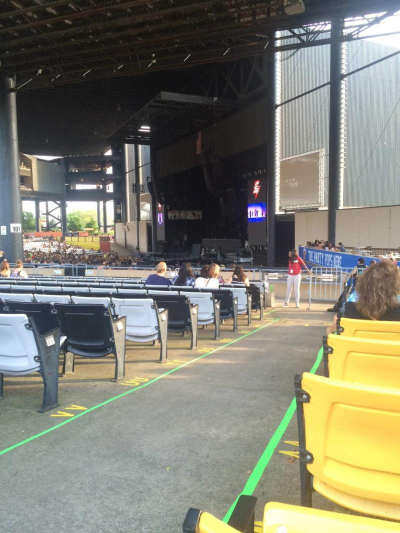 Seating view for Hollywood Casino Amphitheatre (Tinley Park) Section 201 Row XX