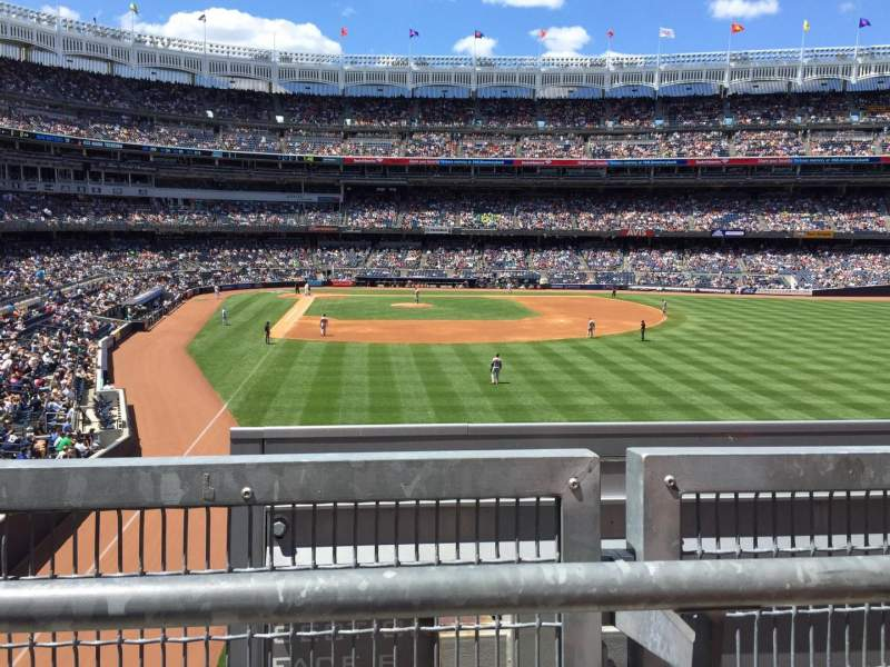 Seating view for Yankee Stadium Section 206 Row 1 Seat 11