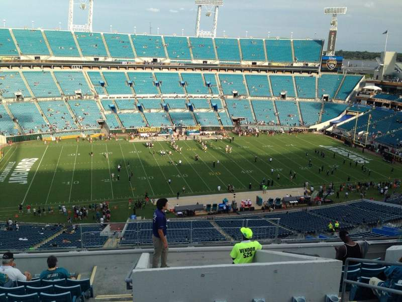 Seating view for EverBank Field Section 411 Row L Seat 30