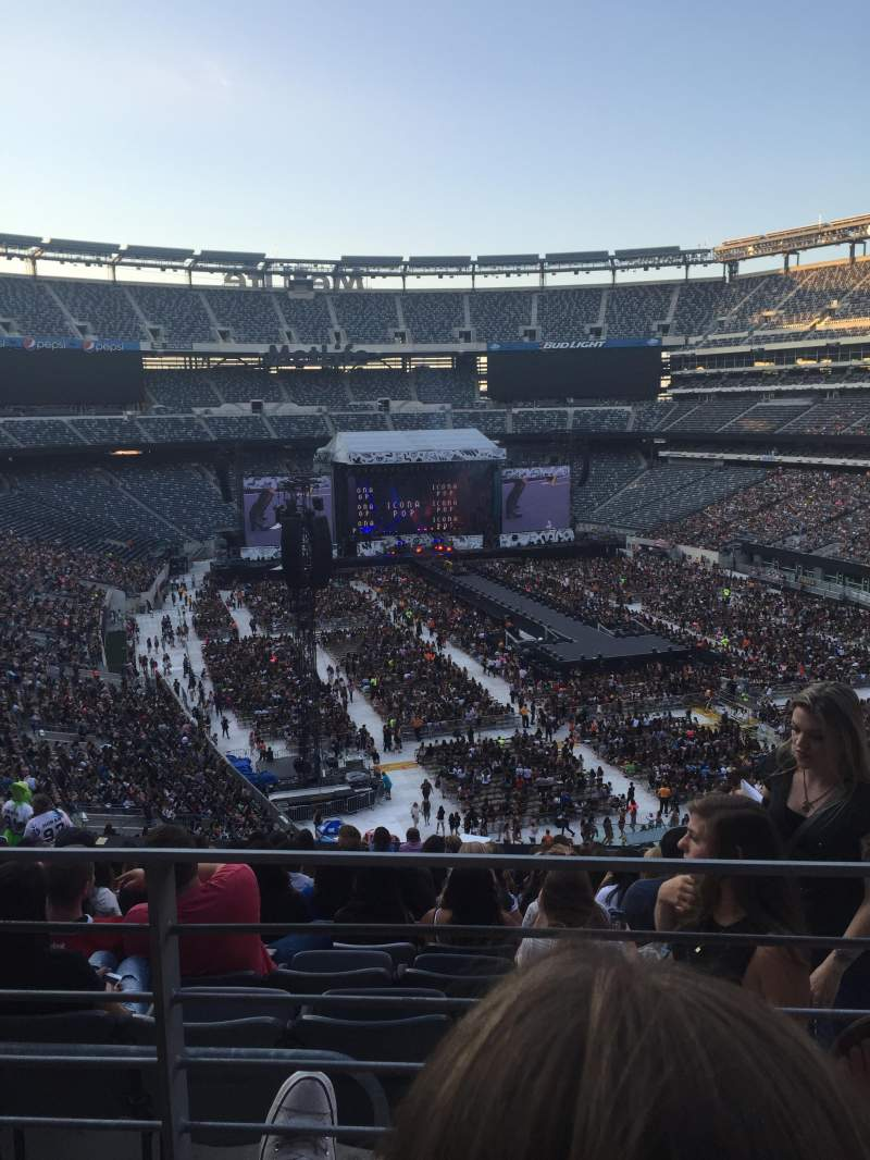 Seating view for MetLife Stadium Section Verizon suite Row 2 Seat B