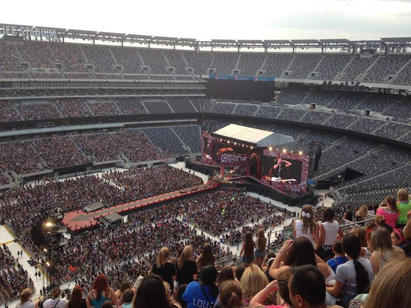 Seating view for MetLife Stadium Section 317 Row 17 Seat 19