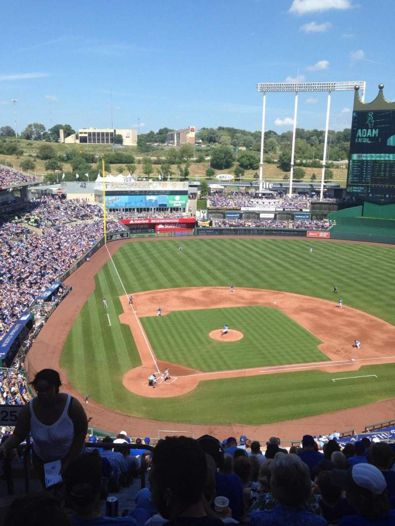 Seating view for Kauffman Stadium Section 425 Row V Seat 1