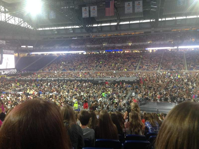 ford field section 108 row 21 seat 12 one direction. Black Bedroom Furniture Sets. Home Design Ideas