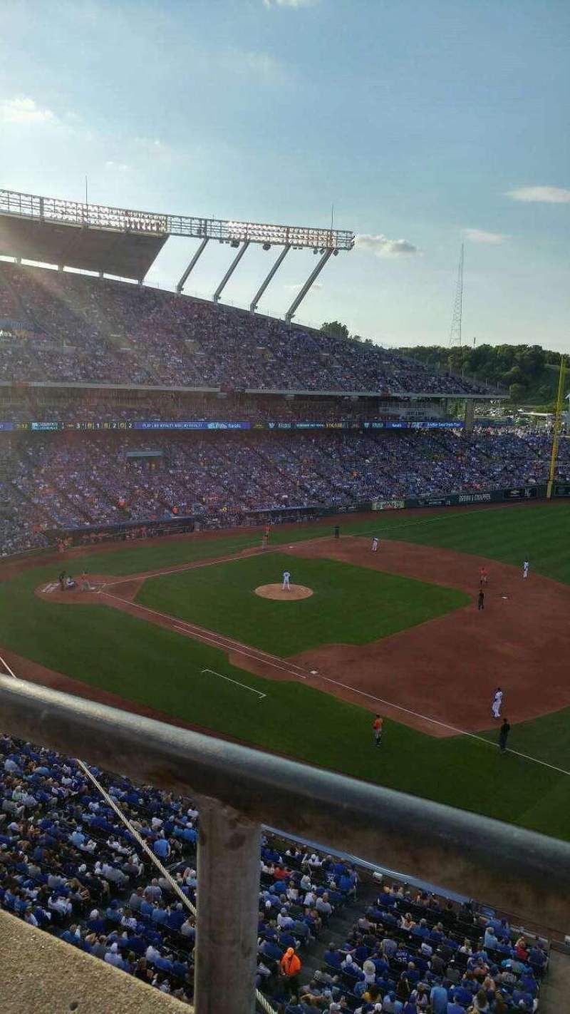 Seating view for Kauffman Stadium Section 433 Row A Seat 7-12