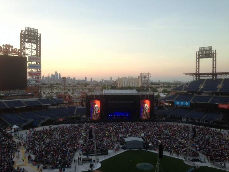 Seating view for Citizens Bank Park Section 422 Row 1 Seat 5