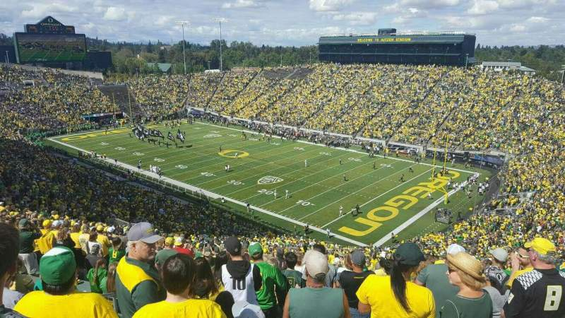 Seating view for Autzen Stadium Section 25 Row 74 Seat 40