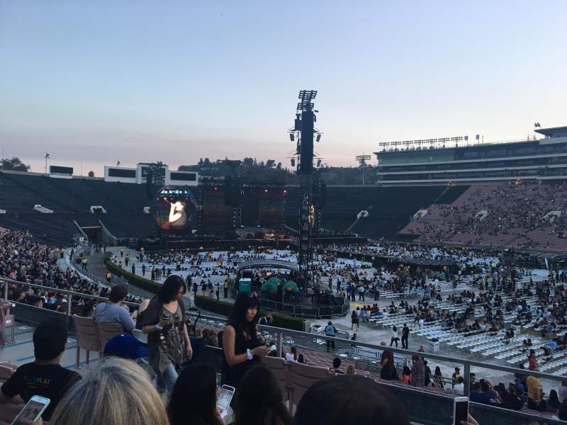 Seating view for Rose Bowl Section 8-L Row 33 Seat 3