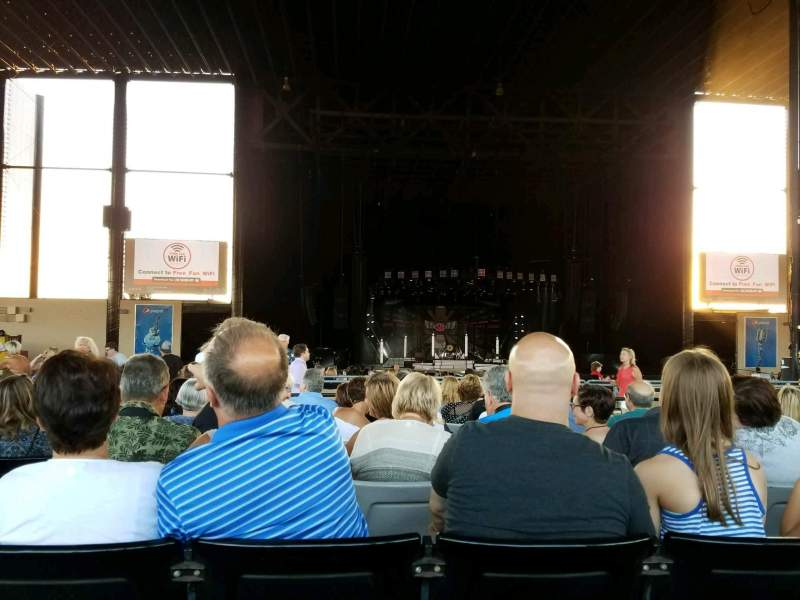 Seating view for Hollywood Casino Amphitheatre (Tinley Park) Section 204 Row UU Seat 17