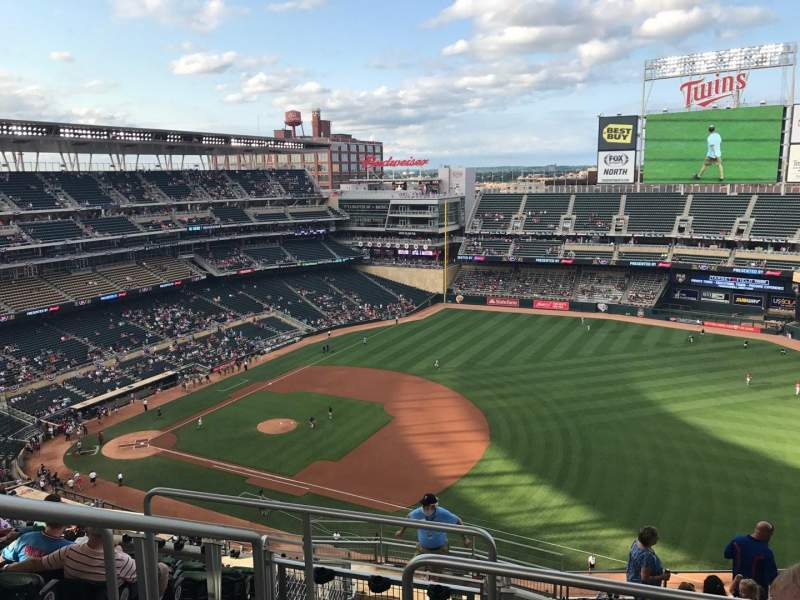 Seating view for Target Field Section 305 Row 11 Seat 17
