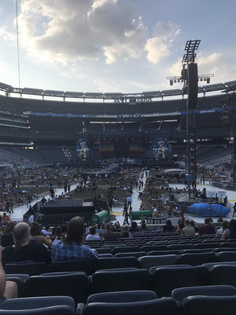 MetLife Stadium, section: 124, row: 20, seat: 13