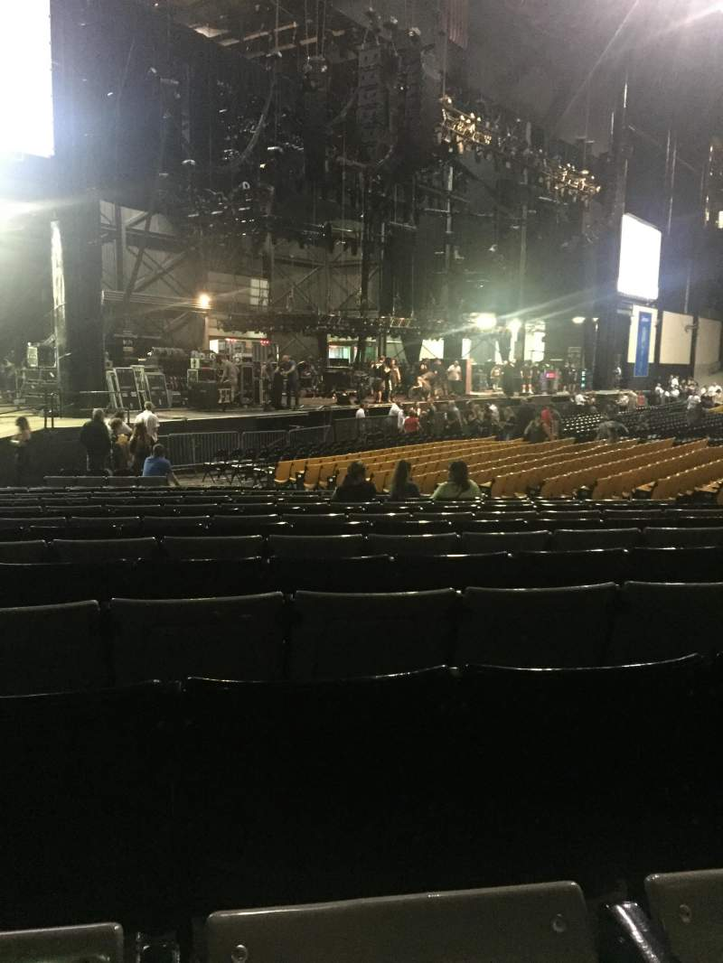 Hollywood Casino Amphitheatre (Tinley Park), section: 105, row: X, seat: 22/23