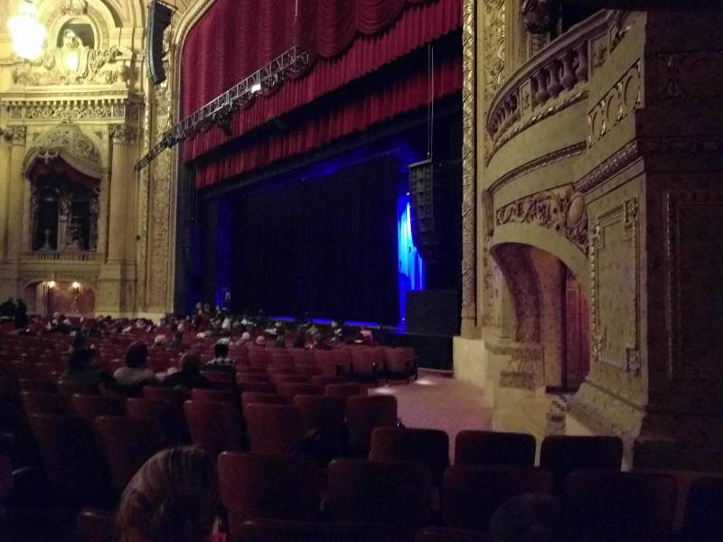Seating view for Chicago Theatre Section MNFL1R Row D Seat 112