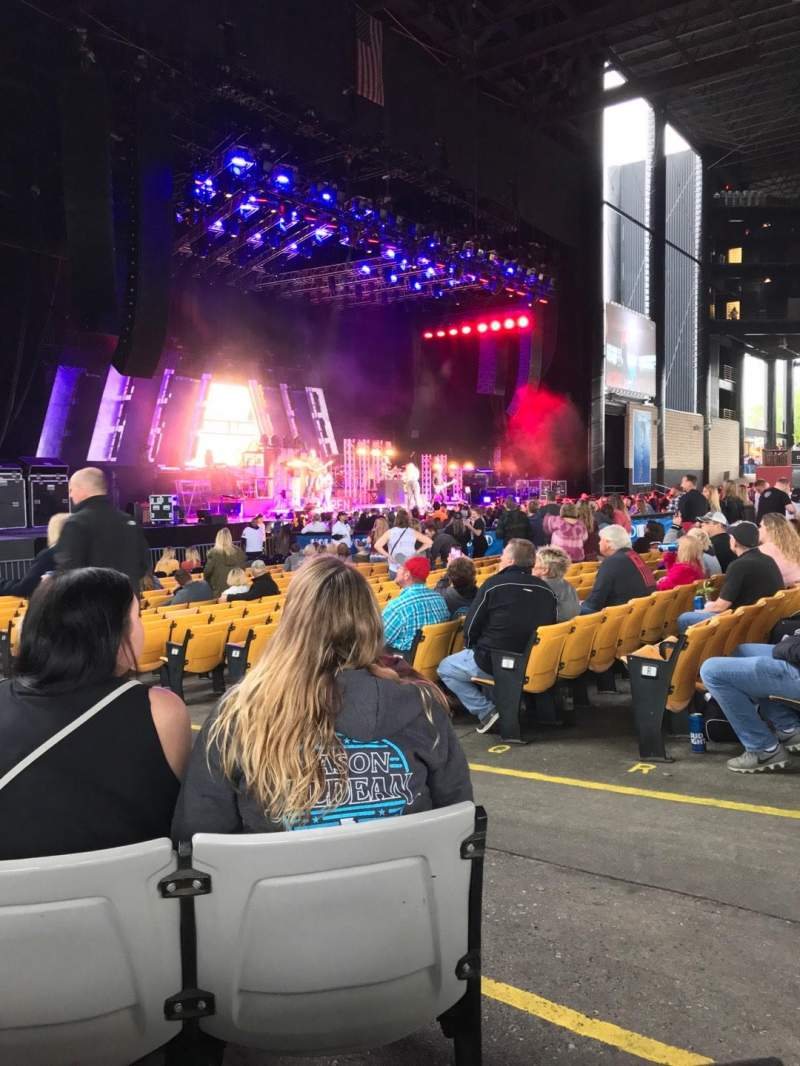 Hollywood Casino Amphitheatre (Tinley Park), section: 105, row: S, seat: 4