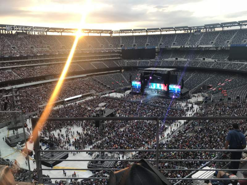 MetLife Stadium, section: 320, row: 6, seat: 11