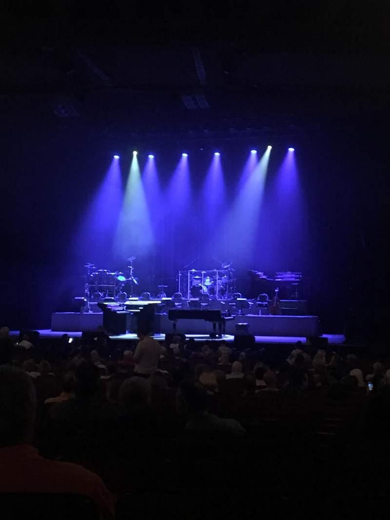 Chicago Theatre, section: Main floor 3R, row: Q, seat: 314