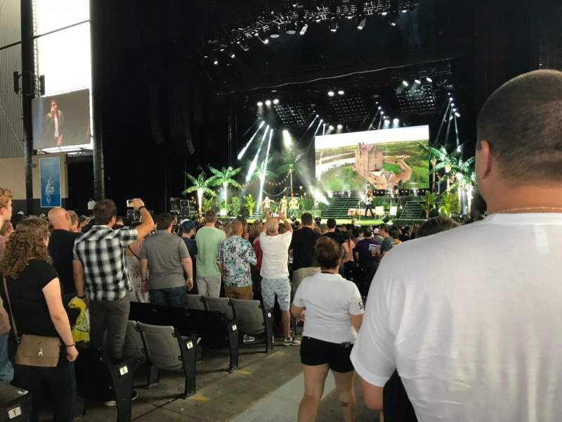 Hollywood Casino Amphitheatre (Tinley Park), section: 102, row: AA, seat: 20