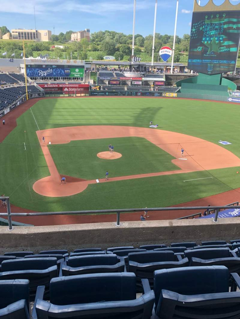 Seating view for Kauffman Stadium Section 425 Row F Seat 3