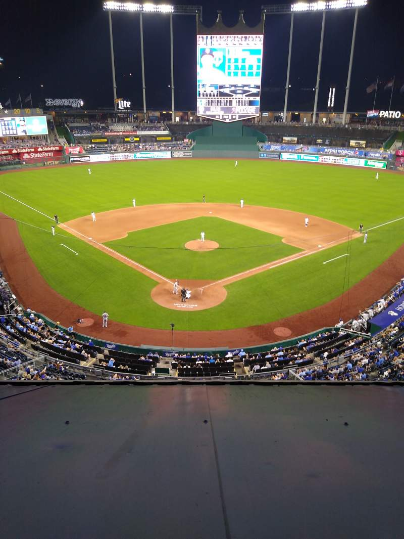 Seating view for Kauffman Stadium Section 421 Row H Seat 4