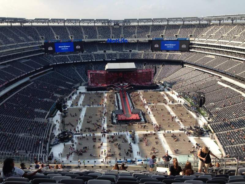 Seating view for MetLife Stadium Section 327 Row 24 Seat 6