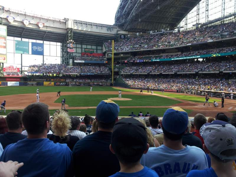 Seating view for Miller Park Section 122 Row 21 Seat 7