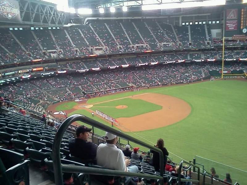 Seating view for Chase Field Section 302 Row 17 Seat 18