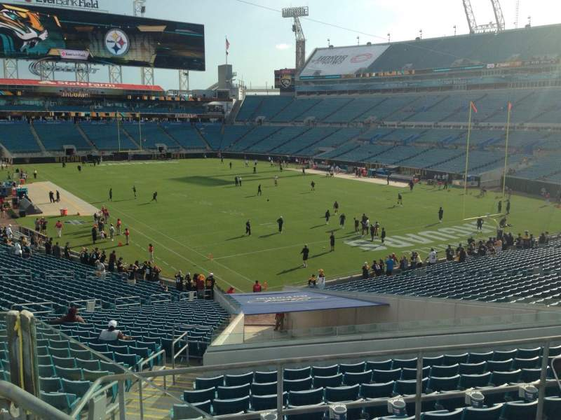 Seating view for EverBank Field Section 225 Row F Seat 7