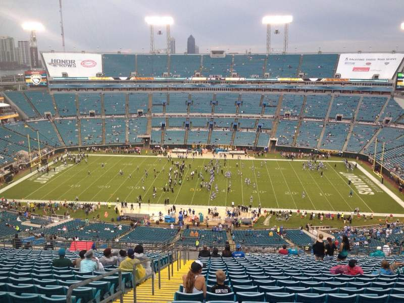 Seating view for EverBank Field Section 435 Row BB Seat 27
