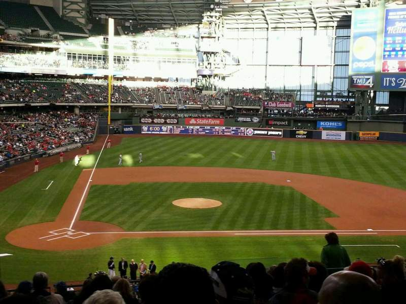 Seating view for Miller Park Section 215 Row 15 Seat 14