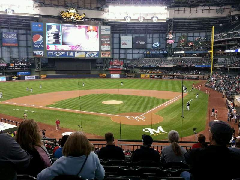 Seating view for Miller Park Section 220 Row 7 Seat 7